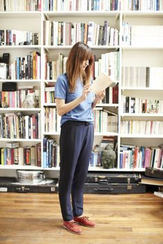 """French Lessons: Five style secrets from a chic Parisian madewell: """" Who better to embody spring's undone-chic mood than an infinitely stylish Parisian? Record label owner Caroline de Maigret shows us. Madewell, Mein Style, Inspiration Mode, Fashion Inspiration, French Lessons, Silk Pants, Parisian Chic, How To Be Parisian, Look Chic"""