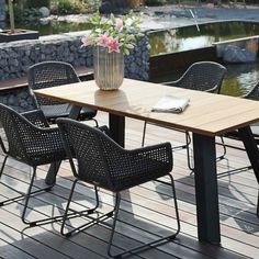 TINGO LIVING Gartenmöbel With their modern braiding technology, the antharzite-colored CABO garden chairs go perfectly with our BALI garden table with the plank-look table top and the matt black base Small Garden Chairs, Balcony Chairs, Garden Table, Dining Furniture, Garden Furniture, Outdoor Furniture Sets, Bali Garden, Outdoor Dining, Outdoor Decor