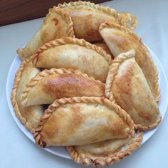 Empanadas Recipe Dough, Baked Empanadas, Bread Recipes, Snack Recipes, Cooking Recipes, Snacks, Delicious Desserts, Yummy Food, Salty Foods