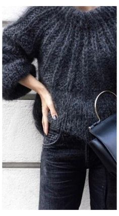Chunky Knit Jumper, Mohair Sweater, Chunky Knits, Mode Outfits, Casual Outfits, Fashion Outfits, Black And White Outfit, Handgestrickte Pullover, Looks Chic