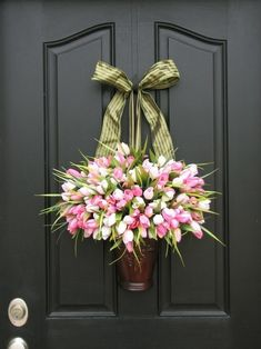 Great spring time door design. *NTS* paint hanger door color.