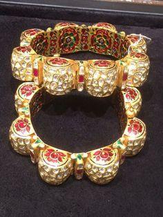 Who Buys Gold Jewelry Near Me Refferal: 8994121131 Kundan Bangles, Bridal Bangles, Royal Jewelry, Indian Jewelry, Gold Jewelry, Jewelry Shop, Rajputi Jewellery, Gold Jewellery Design, Jaipur