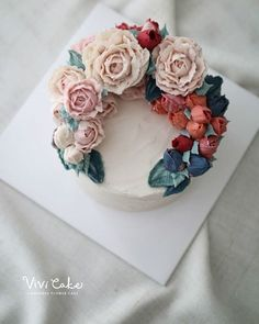 Cake Decorating - How To Make Your Icing Smooth And Even Pretty Cakes, Beautiful Cakes, Amazing Cakes, Korean Buttercream Flower, Buttercream Flower Cake, Cake Piping, Salty Cake, Cake Trends, Rice Cakes