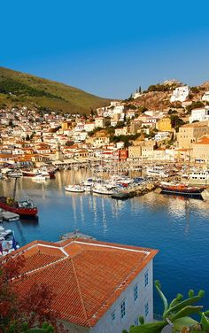The historic port of Hydra, Greek Saronic Islands Cool Places To Visit, Places To Travel, Beautiful Islands, Beautiful Places, Myconos, Places In Greece, Greece Islands, Greece Travel, Travel Photos