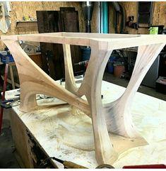 طاولة من وحي الاشجار