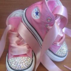 Every baby girls needs a pair of Converse. EVERYONE needs a pair of Converse. but I really like these for a baby Pink Sparkly, Pink Bling, Baby Bling, Cute Kids, Cute Babies, Baby Kids, Baby Baby, Baby Crib, Converse Brillantes