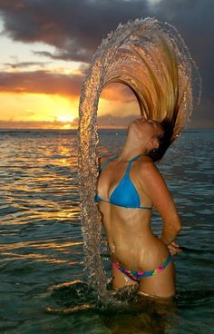 Do-It-Yourself: High Speed Photography Tips & Tricks (hair flip) High Speed Photography, Beach Photography, Amazing Photography, Photography Tips, Fashion Photography, Beach Pictures, Cool Pictures, Cool Photos, Amazing Photos