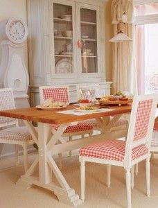 Red and white Gustavian dining area. Little Emma English Home: ottobre 2010 Swedish Style, Swedish Design, White Cottage, Cottage Style, Cottage Kitchens, Dining Area, Dining Rooms, Country Decor, Country Style