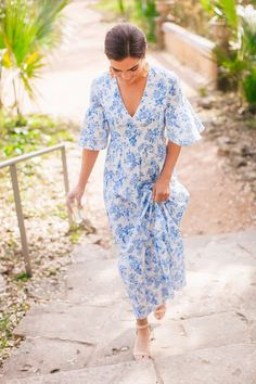 42 Attractive Blue And White Summer Dress Ideas That Looks Cool Blue And White Summer Dresses, White Maxi Dresses, Blue And White Outfits, Casual Dresses, Blue Outfits, Women's Dresses, Fabulous Dresses, Beautiful Dresses, Honeymoon Dress