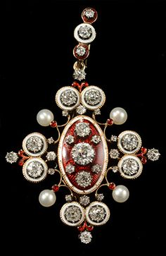 A Victorian Holbeinesque gold, enamel and pearl brooch / pendant, circa 1860. #Victorian #antique #brooch #pendant