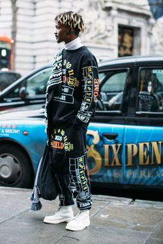 The 87 Best Street Style Looks From Men's Fashion Week: London, Milan and Pitti Uomo - Fashionista Modern Men Street Style, Autumn Street Style, Street Style Looks, Street Styles, Moda Streetwear, Streetwear Fashion, Streetwear Clothing, Mens Fashion Week, Men's Fashion