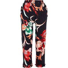 River Island Black polka dot floral cigarette pants (250 BRL) ❤ liked on Polyvore featuring pants, capris, blazer, black, cropped trousers, women, cigarette trousers, floral crop pants, river island and woven pants
