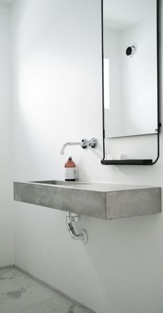 Concrete bathroom vanity l Minimalist bathroom design Small Basement Bathroom, Modern Bathroom Sink, Concrete Bathroom, Bathroom Toilets, Minimalist Bathroom, Minimalist Home, Bathroom Interior, Bathroom Sinks, Bathroom Ideas