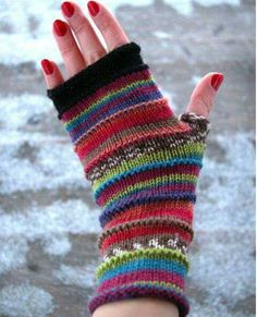okay, I admit it. I have a fingerless glove obsession. Fingerless Gloves Knitted, Crochet Gloves, Knit Mittens, Knit Or Crochet, Knitted Hats, Loom Knitting, Hand Knitting, Gloves Fashion, Wool Gloves