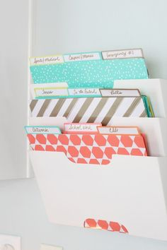Here are 15 DIY back to school organization ideas to have a great school year! Streamline all the paperwork with these back to school diy organization ideas. Easy diy back to school ideas. 15 organization ideas for school. School Paper Organization, Organization Hacks, Back To School Organization For Teens, Organizing Ideas, Folder Organization, Back To School Diy For Teens, Organising, Diy Rangement, Ideas Para Organizar