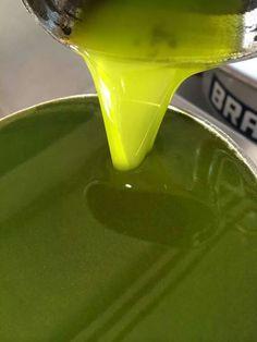 Extracción de #AOVE en verde.  Il Cavallino. Italia. Autor : Romina Salvadori