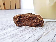 Ciastka z czarnej fasoli w wydaniu czekoladowym to pyszny i bardzo szybki deser. Ciastka z fasoli są bezglutenowe i pozbawione cukru rafinowanego. Food Inspiration, Gluten Free, Cookies, Chocolate, Desserts, Recipes, Fit, Glutenfree, Crack Crackers