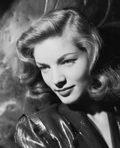 The Lauren Bacall Effect: The Case for a Timeless Signature Look (Vogue) Old Hollywood Glamour, Golden Age Of Hollywood, Vintage Hollywood, Hollywood Stars, Classic Hollywood, Hollywood Divas, Lauren Bacall, Timeless Beauty, Classic Beauty