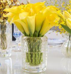 Callas amarelas em vaso de cristal com ouro da Cristais Cá d'Oro.