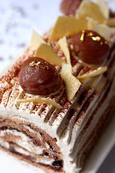 Bûche roulée marron glacé et chocolat | Gourmandiseries - Blog de recettes de cuisine simples et gourmandes