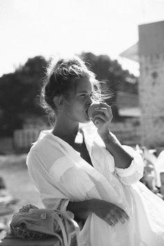Photo portrait, black and white pictures, black n white, black and whit Black And White Aesthetic, Black N White, Black And White Pictures, Photo Portrait, Portrait Photography, Fashion Photography, Photography Ideas, Shotting Photo, Poses Photo