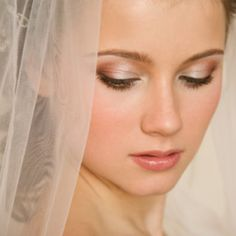 My kind of style to the T :) Destination & summer wedding make up tutorial from a celebrity make up artist (video) for the prettiest 'stay put all day make up'