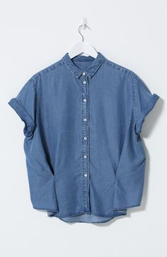 Made from super soft, washed tencel this denim shirt has rolled sleeves and a tuck front finish detail. Wear loose or tucked into pants for a neater look.