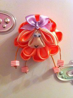 Одноклассники Satin Ribbon Roses, Ribbon Art, Ribbon Crafts, Flower Crafts, Flower Art, Cloth Flowers, Fabric Flowers, Sprinkle Party, Fabric Flower Tutorial