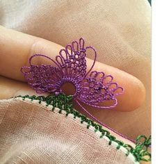 Fotoğraf açıklaması yok. Knitted Poncho, Knitted Shawls, Hand Embroidery, Flower Embroidery, Knit Shoes, Needle Lace, Sweater Design, Lace Flowers, Knitting Socks