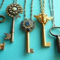 vintage key necklaces. love
