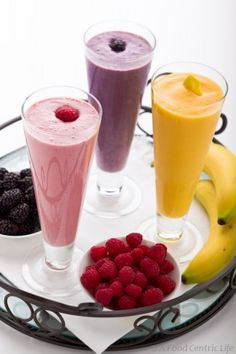 Fruit and protein smoothies. Not that a recipe is really needed in order to make a smoothie, but there were some interesting nutritional notes. Protein Smoothies, Smoothie Drinks, Fruit Smoothies, Smoothie Glass, Morning Smoothies, Yummy Drinks, Healthy Drinks, Yummy Food, Tasty