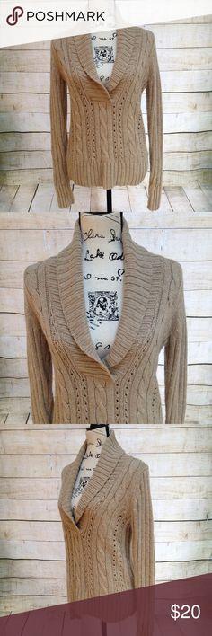 Old Navy Beige Knitted Sweater Old Navy beige knitted sweater. Size M. Excellent condition. Old Navy Sweaters Cowl & Turtlenecks