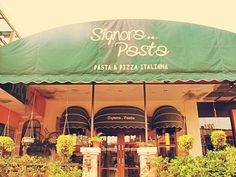 Ingin mencoba makanan khas italia? datang saja langsung ke Signora Pasta salah satu resto yang bisa anda kunjungi untuk menikmati kuliner autentik italia dengan konsep mengadaptasi kan gaya rumahan yang simpel. http://www.yotomo.com/signorapasta