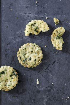 Diese salzigen Kekse passen hervorragend zum Aperitif. Mit einem Avocado-Petersilie-Dip können sie auch als feine Vorspeise gereicht werden.