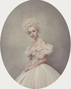 Portrait Photography Inspiration : By Sue Bryce natural light. The oval frame makes this. Oliphant Studio backd