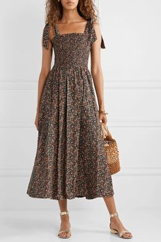 Discover recipes, home ideas, style inspiration and other ideas to try. Casual Summer Dresses, Modest Dresses, Dresses For Work, Floral Dresses, Dress Casual, Elegant Dresses, Short Gowns, Short Sleeve Dresses, Mid Length Dresses