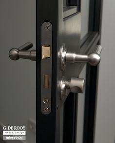 http://www.stalen-binnendeuren.nl/voorbeelden-stalen-deuren/14-unieke-vlakverdeling-den-bosch