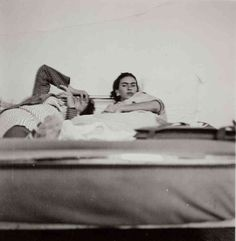 """Photos give insight into Frida Kahlo's life """"Frida Kahlo"""" by Gisele Freund from the series Frida Kahlo: Her Photos; (Courtesy Artisphere) Mexican artist Frida Kahlo is taking on a new look. Diego Rivera, Natalie Clifford Barney, Frida E Diego, Frida Art, Tina Modotti, Frida Film, Intimate Photos, Mexican Artists, Love You More Than"""