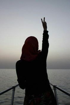 ImageFind images and videos about peace, islam and hijab on We Heart It - the app to get lost in what you love. Hijab Niqab, Hijab Chic, Mode Hijab, Anime Muslim, Muslim Hijab, Muslim Veil, Beautiful Muslim Women, Beautiful Hijab, Hijabi Girl