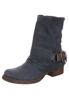 Strengthen your style with our women's cowboy & biker ankle boots sale Worker Boots, Aw 2014, Free Delivery, Biker, Ankle Boots, Women, Style, Fashion, Moda