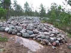 Jäänteitä esihistoriallisesta asutuksesta Sammallahdenmäellä. Sammallahdenmäki on Suomen ainoa arkeologinen Unescon maailmanperintökohde. Kuva: Ari Haapanen.