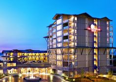 Known locally as Oceanside, Parksville and Qualicum Beach offer inexpensive family fun, great local food and miles and miles of beaches Beach Club Resort, Beach Wedding Inspiration, Vancouver Island, Front Desk, Hotels And Resorts, Hotel Offers, Guest Room, Terrace, Spa
