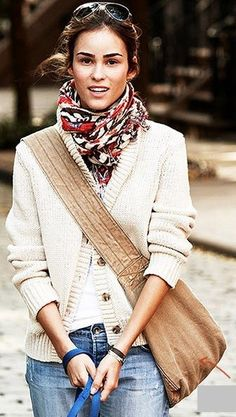 Scarf, bag, sweater, jeans... Perfect.
