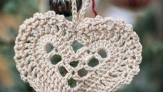 Crochet Christmas Decorations, Christmas Crafts, Crochet Hooks, Knit Crochet, Sewing Patterns, Crochet Patterns, Crochet Embellishments, Hearts And Roses, Christmas Knitting Patterns