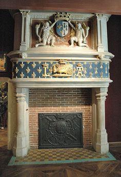 Château de Blois - Aile louis XII - cheminée avec les armoiries de Louis XII