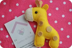 Girafa by Casinha de Pano, via Flickr