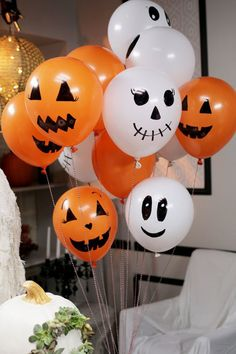 58 Creepy Decorations Ideas For A Frightening Halloween Party. If you're hosting a Halloween party, decorating your home in a spooky but fun way is essential for creating a creepy atmosphere. Comida De Halloween Ideas, Soirée Halloween, Halloween Balloons, Adornos Halloween, Halloween Party Games, Halloween Ornaments, Holidays Halloween, Halloween Themes, Halloween Birthday Decorations