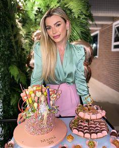 Happy Birthday Funny, Girl Birthday, Birthday Cake, Torta Animal Print, Luxury Lifestyle Women, Flamingo Birthday, Business Chic, Lily, Photoshoot