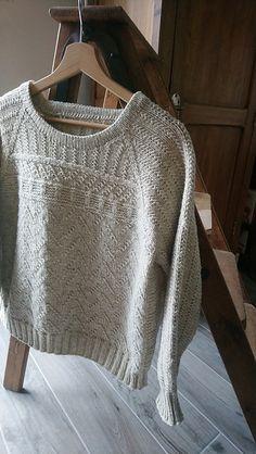 Ravelry: Sumac pattern by Orlane Sucche Ravelry: Sumac pattern by Orlane Sucche Sweater Knitting Patterns, Knitting Stitches, Knit Patterns, Hand Knitting, Knitting Sweaters, Raglan Pullover, Ravelry, Pulls, Lana