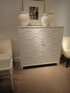 Could use o'verlays on our sideboard for a similar effect.  Or just stencil/paint this pattern.